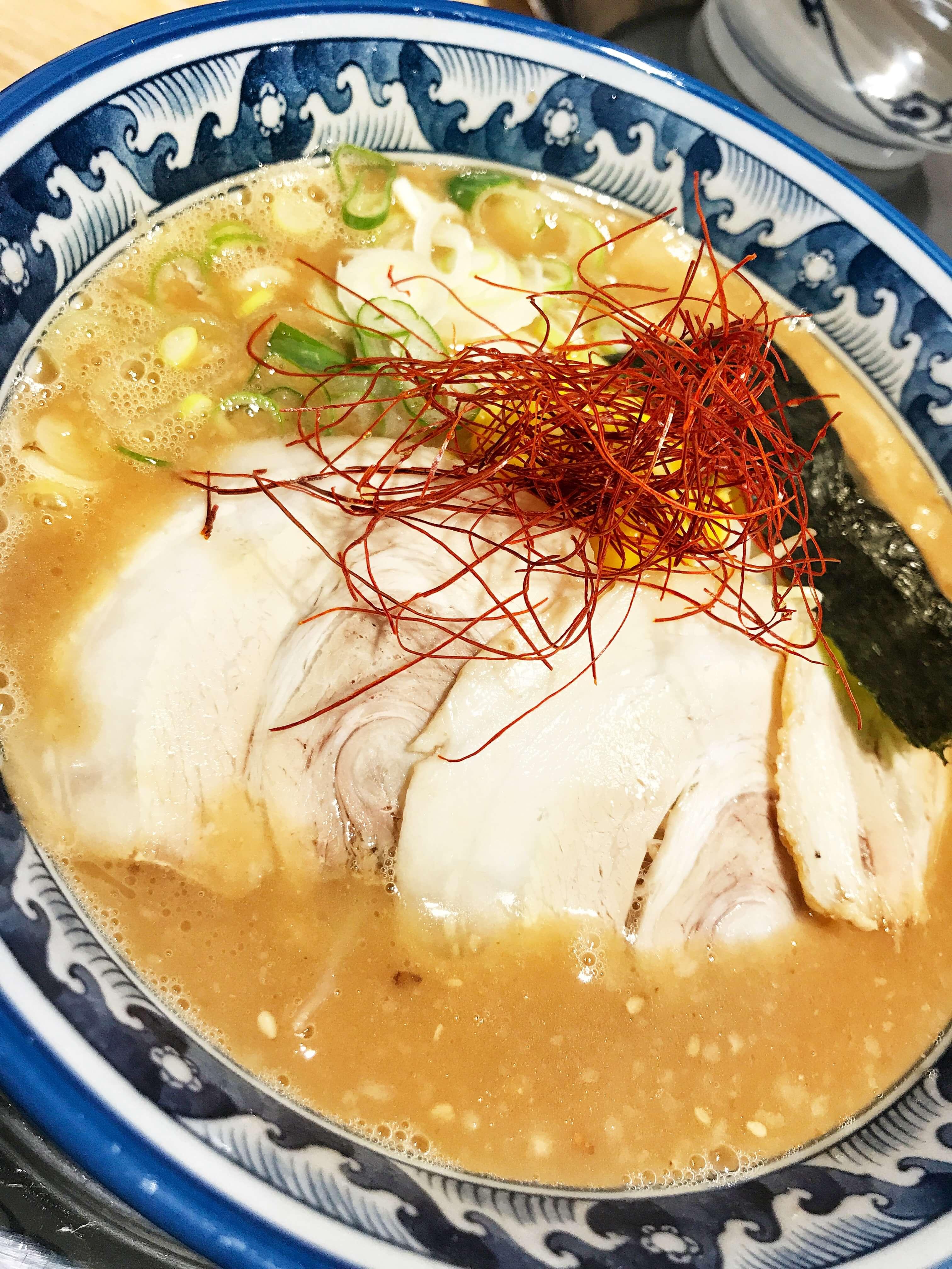 大阪、堺にある宮崎とんこつ風来軒大阪本店のラーメンの写真。